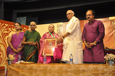 Vainika Mudhra Award for R.S. Jayalakshmi at Veenotsav 2017