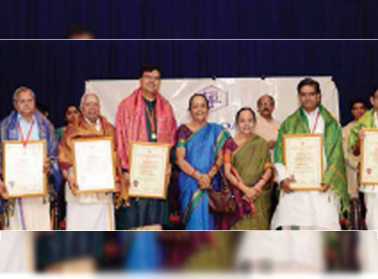 Shri Purandaradaasar Trust honoured Carnatic musicians