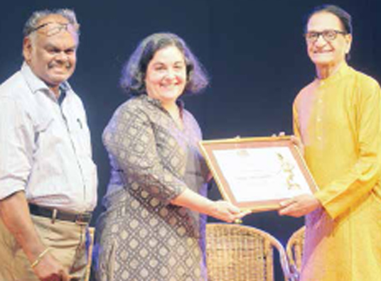 Guru C.V. Chandrasekhar receives Utsav Nritya Ratna title
